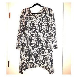 Gray and white damask print tunic/dress.  Size 3x.